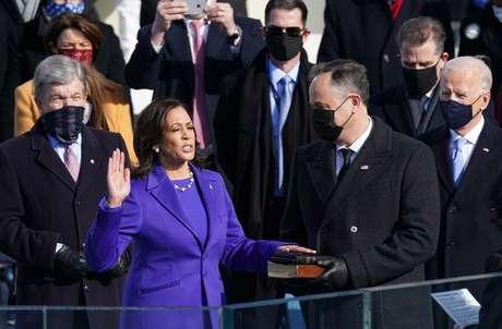 Kamala Harris toma posse como vice-presidente dos Estados Unidos 20/01/2021 REUTERS/Kevin Lamarque