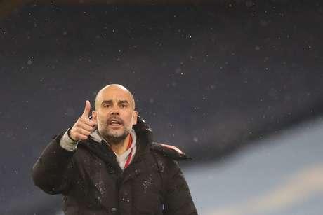 Guardiola elogiou desempenho do Manchester City na vitória sobre o Aston Villa (Foto: MARTIN RICKETT/POOL/AFP)