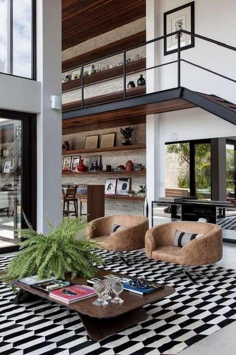 2. A escada com estrutura em de madeira e metal traz personalidade ao projeto. Fonte: SQ+ Arquitetos Associados