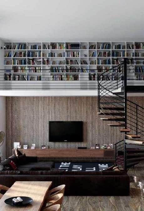 12. A escada em espiral economiza espaço no ambiente se tornando perfeita para projetos de casas com mezanino simples. Fonte: Pinterest
