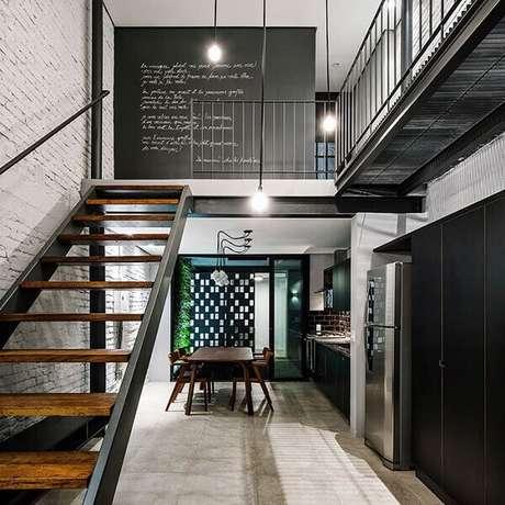24. Casa com mezanino com decoração industrial. Fonte: Pinterest