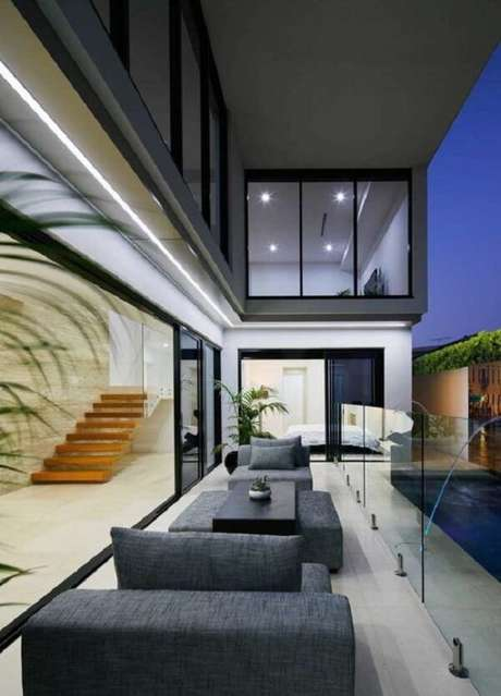 39. Fachada de vidro de casas com mezanino. Fonte: Pinterest