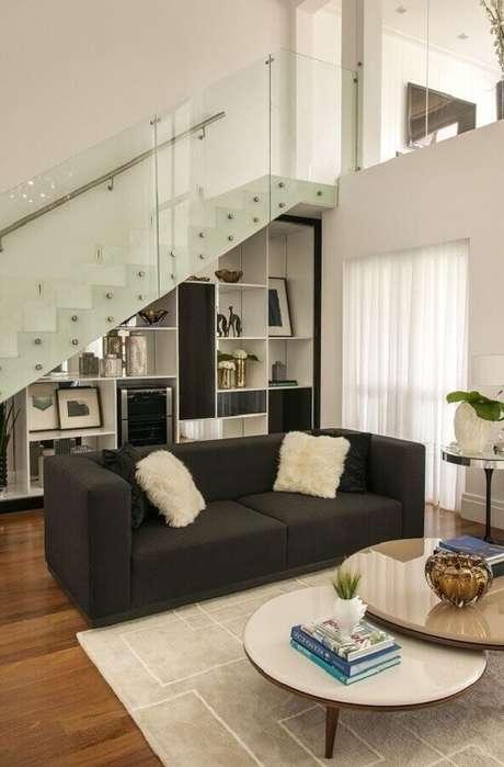 52. O guarda-corpo de vidro é muito usado em projetos de casa com mezanino. Fonte: Érica Salguero