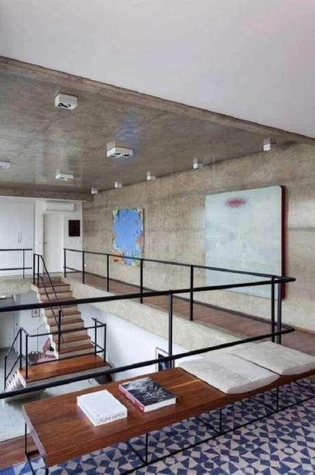 53. O guarda-corpo de vidro permite a visão completa do andar debaixo. Fonte: Pinterest
