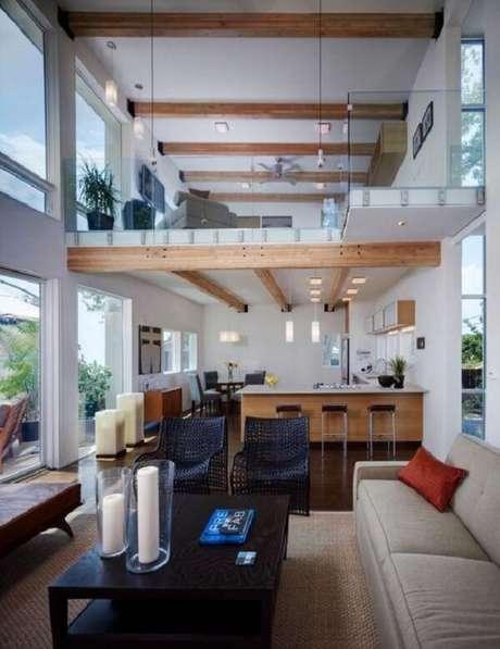 59. Os elementos rústicos deixam a casa de madeira com mezanino ainda mais aconchegante. Fonte: Studio 27 Arch