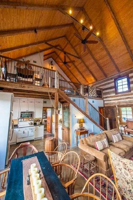 61. Os ventiladores de teto ajudam na circulação do ar na casa com mezanino. Fonte: Tiny House Talk