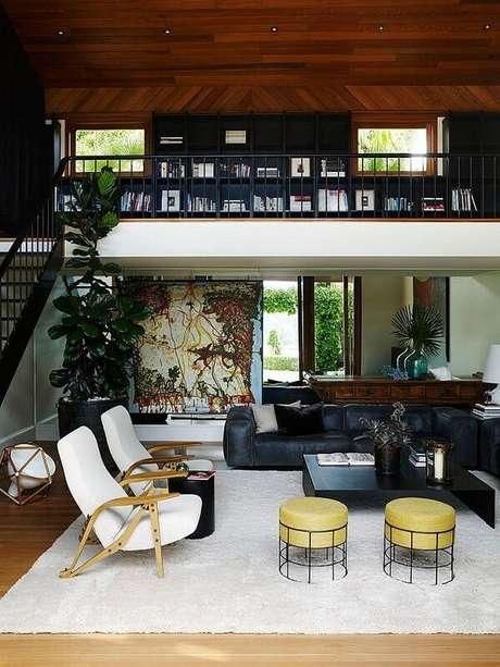 5. Projeto de casa com mezanino com prateleira preta. Fonte: Pinterest
