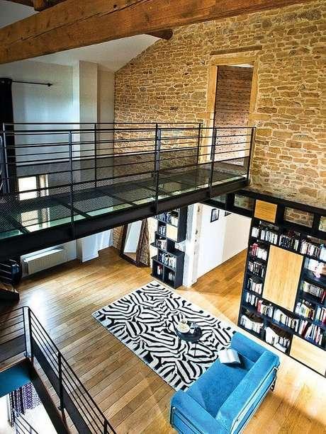 9. Projeto de casas com mezanino simples e corredor de passagem. Fonte: Pinterest