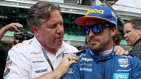 Zak Brown e Fernando Alonso: de homem de marketing a chefão da McLaren.