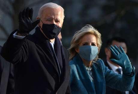 Presidente dos EUA, Joe Biden, ao lado da mulher, Jill, durante cerimônia de posse 20/01/2021 REUTERS/Callaghan O'Hare