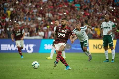 Contra o Palmeiras, Gabigol costuma balançar a rede adversária (Foto: Alexandre Vidal / Flamengo)