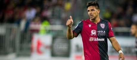 Gio Simeone tem contrato com o Cagliari até junho de 2024 (Foto: Divulgação / Cagliari / Site oficial)
