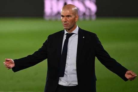 Zidane colecionou mais um vexame no Real Madrid (Foto: GABRIEL BOUYS / AFP)