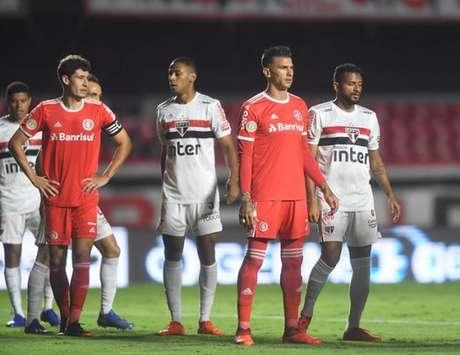 São paulo repetiu erros dos jogos anteriores (Foto: Ricardo Duarte)