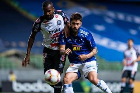 Rafael Sobis marcou outro belo gol e ajudou a tirar de vez o perigo de rebaixamento à Série C-(Bruno Haddad/Cruzeiro)