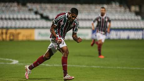 John Kennedy marcou o primeiro gol do Fluminense na partida (Foto: LUCAS MERÇON / FLUMINENSE F.C.)