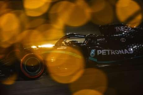 Lewis Hamilton sobrou neste sábado de classificação do GP do Bahrein