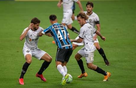 Em duelo equilibrado, Grêmio e Atlético-MG ficam no empate