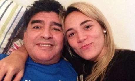 Maradona e sua última namorada, Rocío: a morte dele não cessou polêmicas do antigo casal