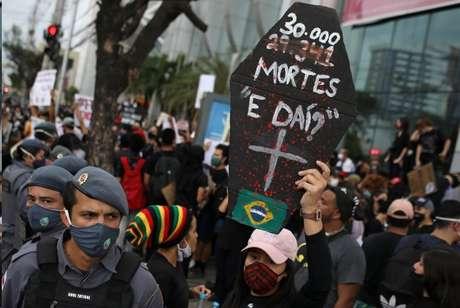 Protesto contra o governo destaca frase de Bolsonaro sobre mortes por covid-19