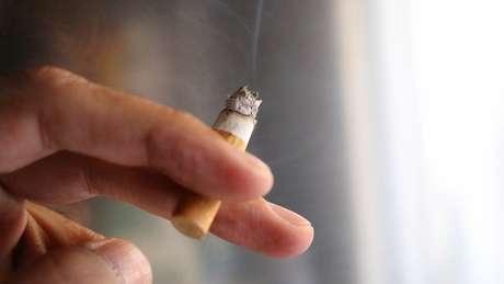 Se um fumante não vê ninguém próximo a ele morrer por causa do cigarro, ele tende a acreditar que o risco é pequeno