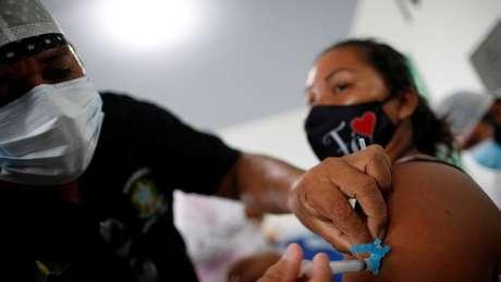 Governo do Amazonas vai vacinar 262 mil pessoas na primeira fase de vacinação