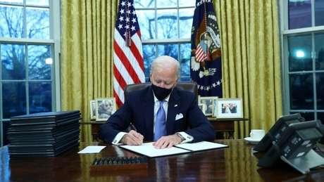 O presidente Biden usará seu poder executivo para desfazer algumas das medidas de imigração implementadas por Trump