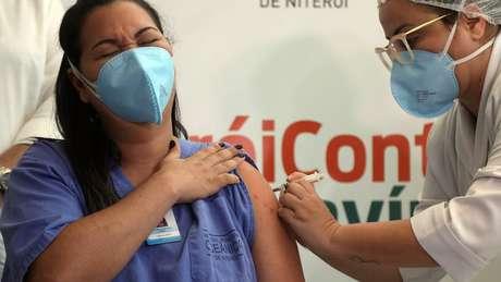 Profissionais de saúde são grupo prioritário no Rio de Janeiro e em todos os outros Estados
