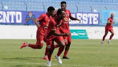 Jogadores da Portuguesa comemoram gol marcado sobre o Marília durante a Copa Paulista