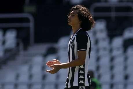'Éum jogador que tem boa velocidade, que joga muito bem flutuando', diz Barroca sobre o atacante alvinegro (Foto: Vítor Silva/Botafogo)
