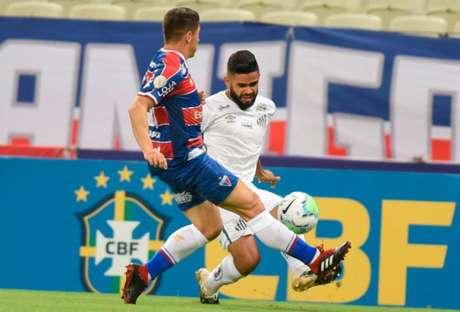 Felipe Jonatan foi outro titular utilizado por Cuca contra o Fortaleza (Foto: Divulgação/Santos)