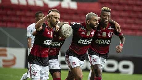 Forte na briga: Flamengo está em terceiro lugar, a quatro pontos do líder do Brasileirão (Foto: Alexandre Vidal / CRF)