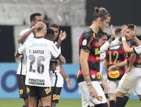 Corinthians fez a sua parte vencendo o Sport e continuar na briga pelo G6 (Foto: Rodrigo Coca/Ag. Corinthians)