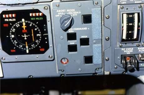 Painel de controle do sistema de cancelamento da Challenger