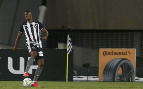 Saída de Kanu obrigará Barroca a reajustar a zaga (Foto: Vítor Silva/Botafogo)