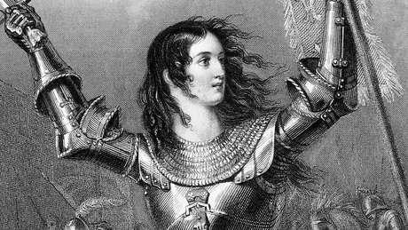 Joana não empunhava uma espada, mas sim um estandarte