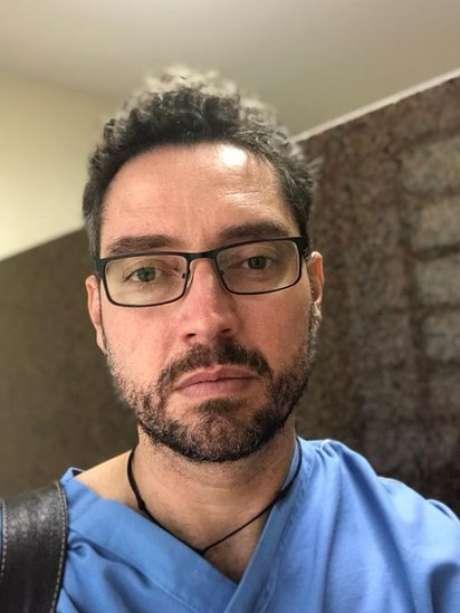 O médico paliativista Douglas Crispim também atuou na enfermaria do HC