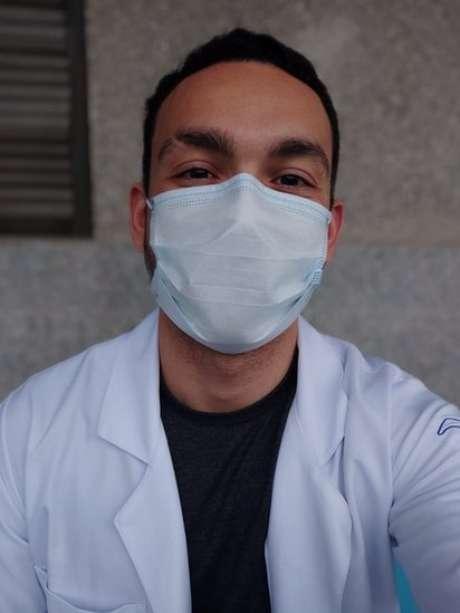 """O estudante João Vitor Sampaio Rocha: """"Um dia fui embora do hospital e, quando voltei dois dias depois, metade dos pacientes tinham morrido. Era bem assustador nesse sentido, mas consegui me proteger para que não me afetasse quando eu voltava para casa"""""""