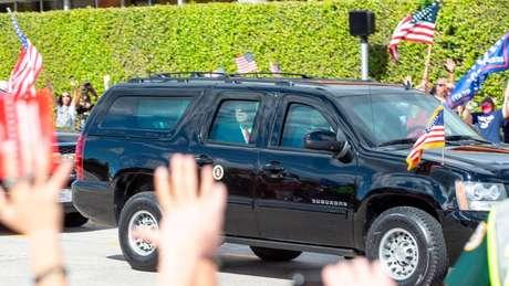Depois de deixar a presidência em 20 de janeiro, Donald Trump foi recebido por seus seguidores em Palm Beach