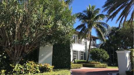 Casarões de Palm Beach têm paisagismo exuberante