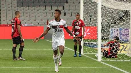 Autor do gol da última vitória, Bruno Henrique será desfalque (Foto: Marcelo Andrade/Ofotografico)