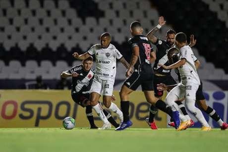 A noite alvinegra teve pouca inspiração em campo e muitas falhas defensivas-(Bruno Cantini/Atlético-MG)