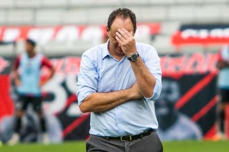 Ceni tem que ir bem na Libertadores para ganhar a confiança da torcida e dos dirigentes do Flamengo