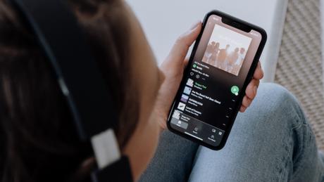 Como limpar a fila do Spotify (Imagem: Cottonbro/Pexels)