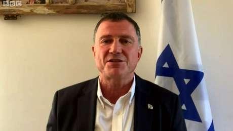 """O ministro da Saúde de Israel, Yuli Edelstein, afirmou que há """"interesse"""" em vacinar os palestinos, mas nenhuma obrigação"""