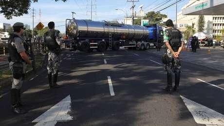 Na paralisação em 2018, caminhões de combustíveis foram escoltados para tentar garantir o abastecimento de postos