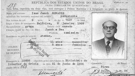 Ficha consular de imigração de Isaac Jacob Menache, emitida pelo cônsul-geral do Brasil em Pireu, 5 jul. 1954. Anotados como filhos menores: Leon, com 11 anos, e Bela, com 8 anos