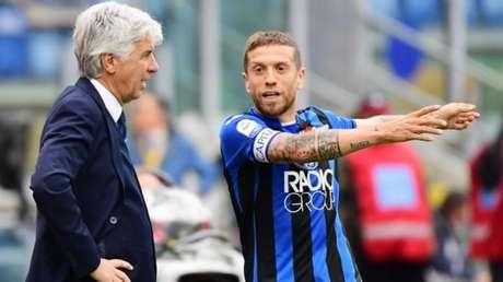 Gasperini e Papu Gómez foram os nomes da Atalanta na última temporada (Foto: Vincenzo Pinto/AFP)