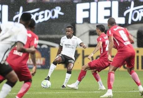 Cazares, em boa fase, não conseguiu repetir as atuações recentes no Corinthians (Foto: Rodrigo Coca/Ag. Corinthians)