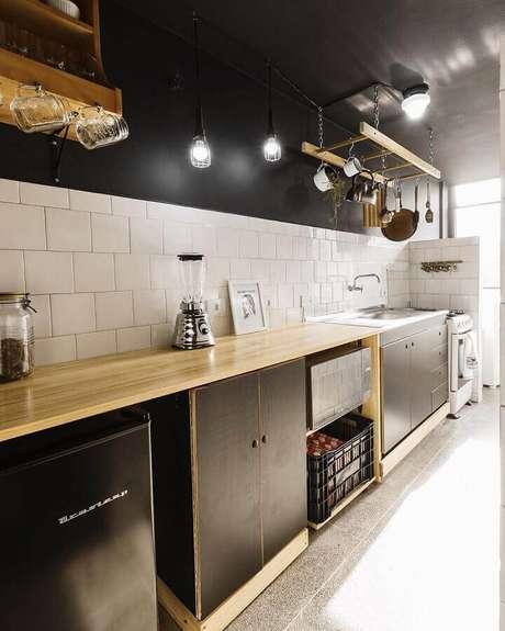 1. Utensílios de cozinha podem ajudar a compor a decoração de cozinha estilo industrial – Foto: Andreas Móveis